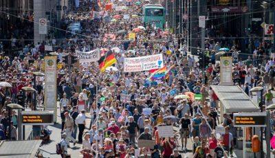 Proteste în Germania. Mii de oameni au protestat împotriva restricţiilor impuse pe fondul pandemiei