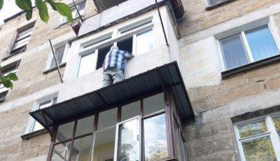 Un bătrân din Capitală amenința că se aruncă în gol