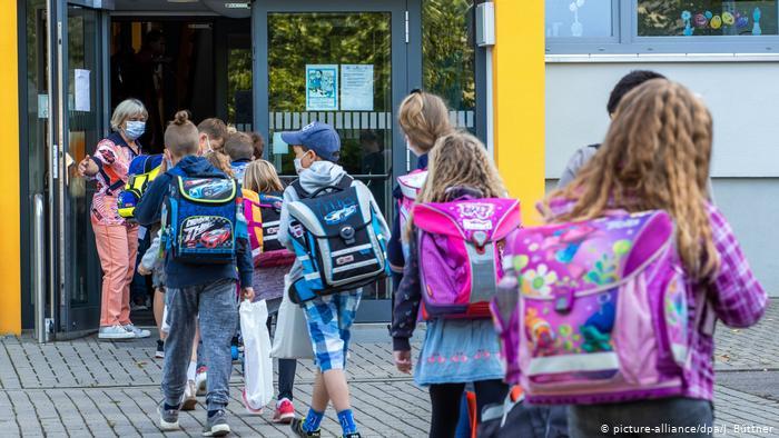 Foto: Creştere continuă a noilor cazuri de Covid-19 în Germania. Autoritățile caută soluţii pentru a evita reînchiderea şcolilor