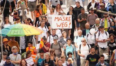 """Peste 18.000 de persoane au ieșit pe străzile din Berlin strigând: ,,Jos masca"""""""