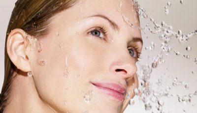 Produsele potrivite pentru curățarea profundă și delicată a tenului pe timpul verii