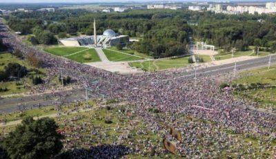 Zeci de mii de manifestanţi au protestat în Belarus pentru a treia duminică la rând