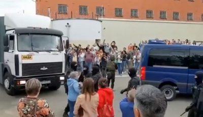 Belarus: sute de părinți își caută copiii prin izolatoare