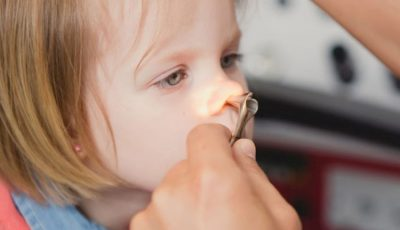 Descoperire șocantă în nasul unui copil