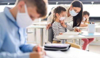 România: Părinţii vor primi zile libere plătite dacă şcolile se închid. Ordonanța de urgență a fost adoptată