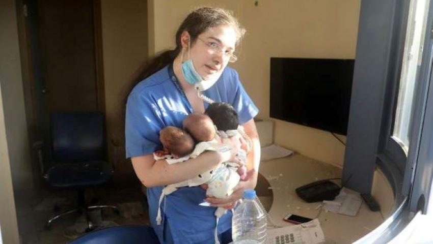Trei bebeluși nou-născuți, salvați din calea exploziei din Beirut! Asistenta a ieșit cu ei în brațe