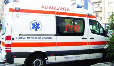 O fetiță de 6 ani a căzut în gol de la etajul doi al unui bloc de locuit
