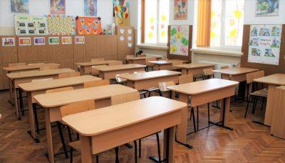 Ministerul Educaţiei: Părinţii nu trebuie să achite pentru dezinfectanţi