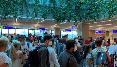 Aglomerare pe aeroportul Chișinău. Moldovenii se întorc din Antalya