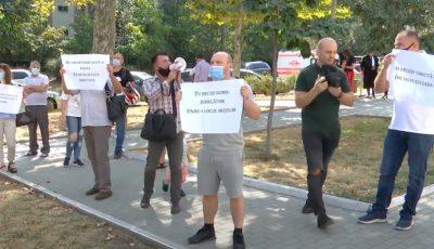 Protest în Capitală. Zeci de oameni au investit bani în apartamente noi, dar nu le-au mai văzut