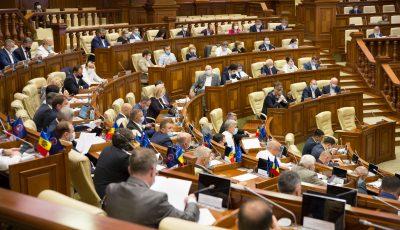 Parlamentul a păstrat indemnizația de 16.000 de lei pentru medicii infectați cu Covid-19