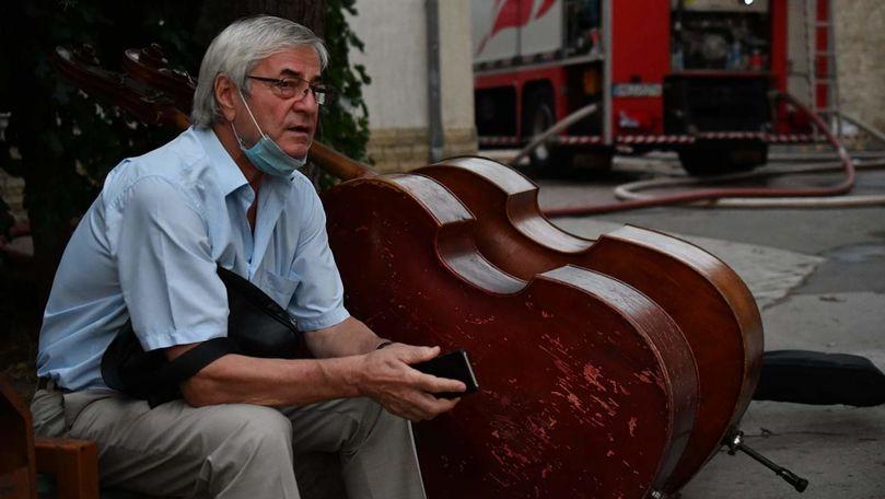 Dirijorul Petre Neamțu, răpus de tristețe lângă ultimele instrumente salvate de la Filarmonica Națională