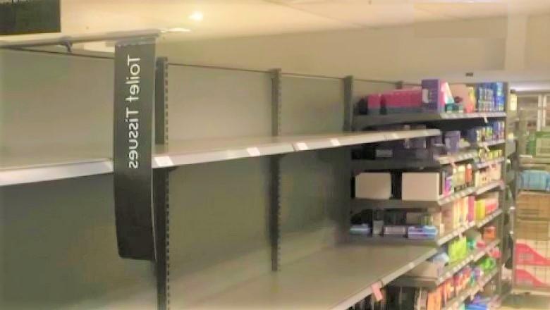 Britanicii au golit din nou rafturile magazinelor. Cel mai mare lanț vinde cu rația