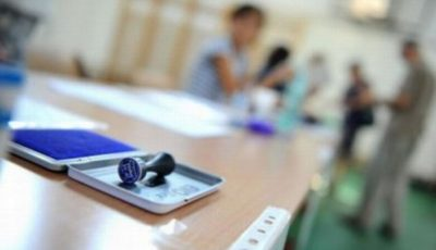 4 secții de votare deschise pentru 8.500 de moldoveni, care locuiesc în două case din Galați