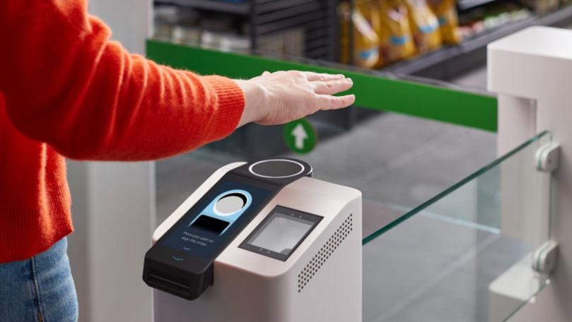 Amazon introduce plata contactless, printr-o simplă mişcare a mâinii, fără card bancar