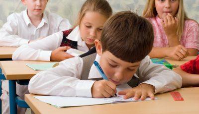 De astăzi, elevii din Capitală revin la durata obișnuită a lecțiilor, de 45 de minute