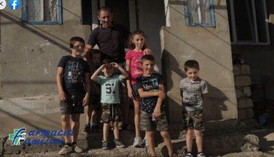 Șase copii sunt crescuți doar de tatăl lor, după ce mama i-a abandonat. Împreună putem face lumea mai bună!