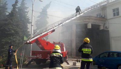 Incendiu la Filarmonica Națională din Chișinău: 5 echipaje de pompieri au intervenit