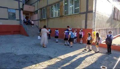 Cu distanță, mască de protecție și fără clopoțel. Cum a început noul an școlar?