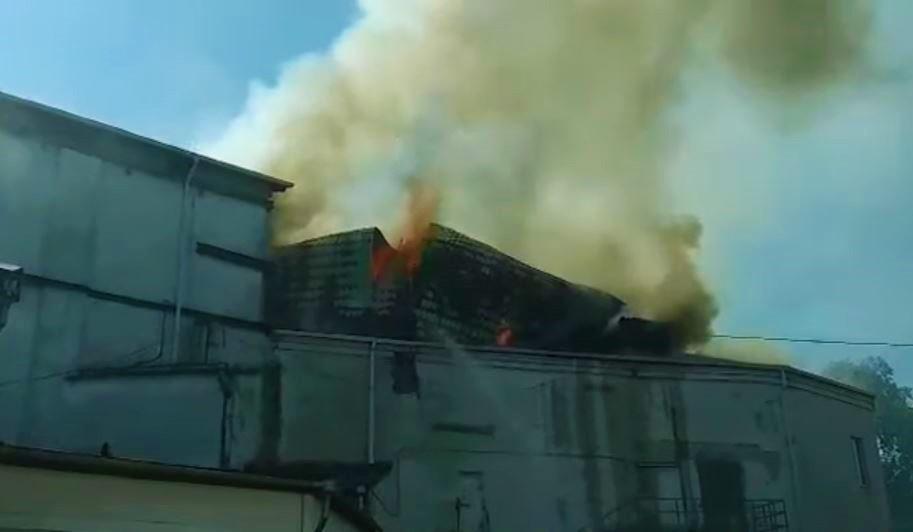 Foto: Incendiul de la Filarmonică: momentul sfâșietor în care se prăbușește acoperișul instituției