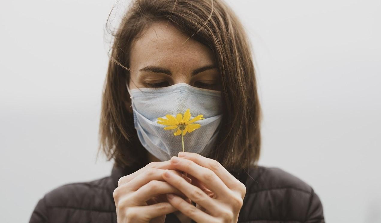 Detalii curioase oferite de cercetători: bolnavii care pierd mirosul fac cele mai uşoare forme de Covid-19
