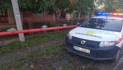 O bătrână din Bălți, omorâtă de trei tineri în timp ce vorbea live cu fiul său aflat în Rusia