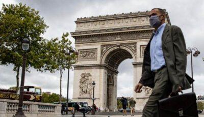 Emmanuel Macron: lupta cu pandemia va dura cel puţin până la vară