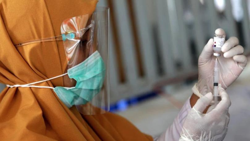 Foto: Marea Britanie face primele studii cu infectare deliberată: mai mulți voluntari acceptă să fie infectați după vaccinarea cu Covid-19
