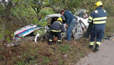 Accident cumplit la Cantemir. Doi șoferi s-au izbit frontal în plină viteză
