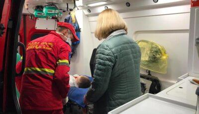 Un copil de 6 ani transportat cu un elicopter Smurd la București, pentru o interventie chirurgicală