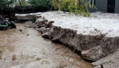 Strat de grindină de 1 metru în România. Furtuna puternică a făcut ravagii