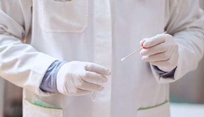 77% din cei confirmați cu SARS-Cov-2 nu au prezentat simptome în ziua testării, potrivit unui nou studiu britanic