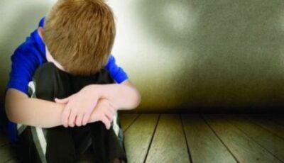 Un copil de 10 ani și-a găsit mama fără suflare, plină de lovituri și vânătăi