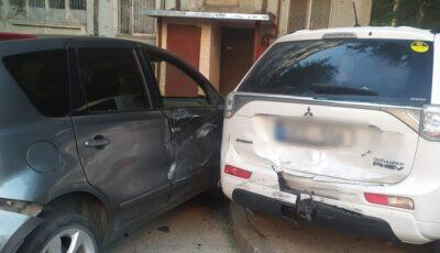 Un șofer de 18 ani a avariat patru mașini într-o curte din Capitală