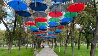 """""""Festivalul cu umbrele"""", la Chișinău, în parcul Bucuriei recent renovat"""