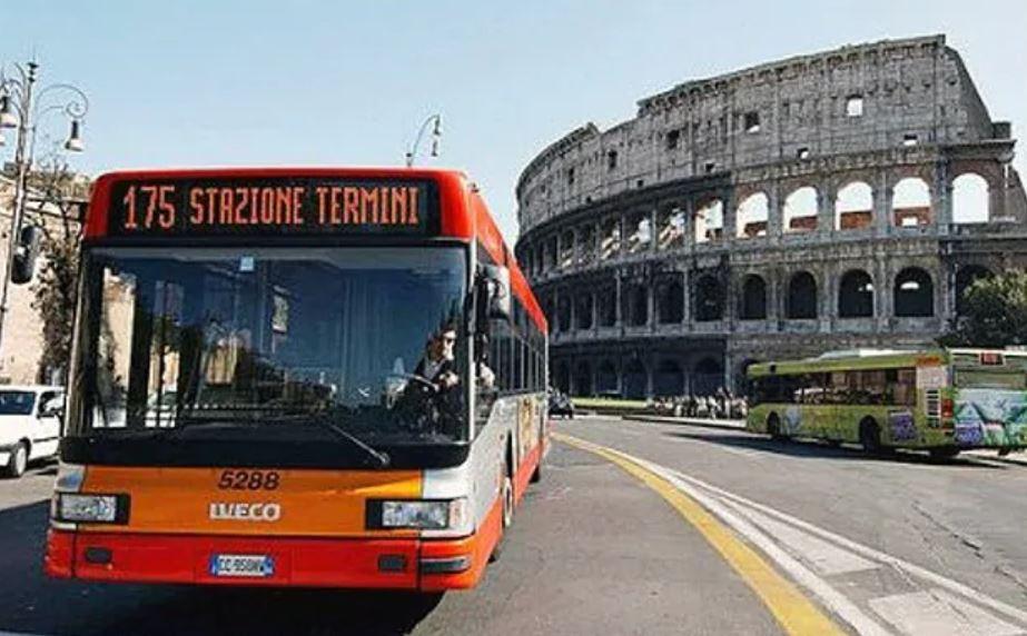 Noi resticții în Italia, începând de luni, 26 octombrie: Populației i s-a recomandat să evite transportul în comun și deplasările în afara comunității
