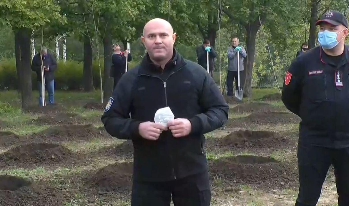 Recent vindecat a doua oară de Covid-19, ministrul Pavel Voicu a plantat copaci