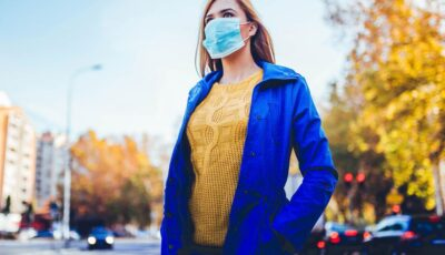 România: Cei care consumă băuturi și mâncare pe terase, precum și cei care fumează pot să își dea masca jos