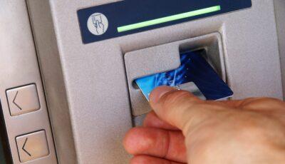 Peste 300 de moldoveni au rămas fără bani pe cardurile bancare. Avertizarea poliției
