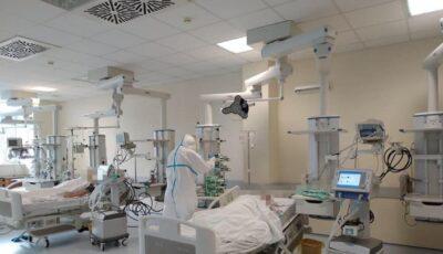 Țara din Europa care se pregătește să aleagă ce categorii de bolnavi Covid vor fi lăsați să decedeze, din cauza numărului depășit de infectați