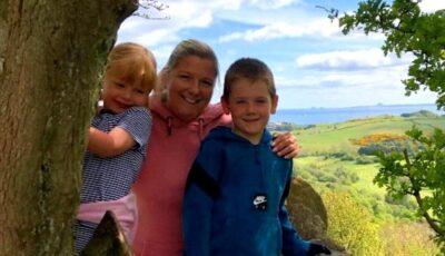 O mamă bolnavă de cancer în stadiu terminal, a primit permisiunea să încalce carantina și să plece în ultima vacanță cu copiii