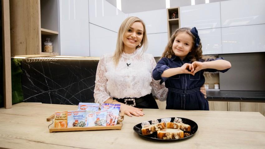 Foto: Cornelia și Alexandra Ștefăneț au gătit prăjitură cu fulgi de migdale și cocos