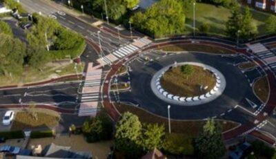 Cum arată primul sens giratoriu din Marea Britanie în care bicicliștii au prioritate