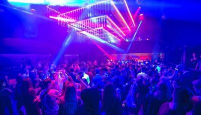 Aglomerație mare în cluburi: sute de tineri s-au bucurat de ultima seară de dans