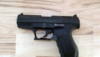 Un copil de 14 ani și-a împușcat toată familia, părinții și trei frați mai mici, când a aflat că mama lui e de fapt mamă vitregă