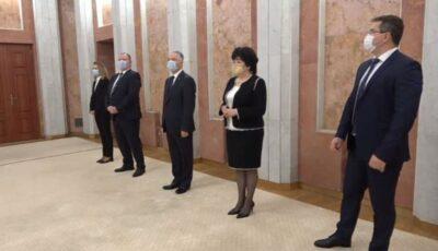 Moldova are 4 miniștri noi. Igor Dodon a semnat decretele de promovare