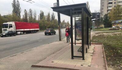 Mai multe stații renovate din Chișinău nu au coșuri de gunoi