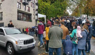 """Moment emoționant la Berlin: un moldovean cântă la nai piesa """"Pastorul singuratic"""". Peste o mie de oameni stau la rând"""