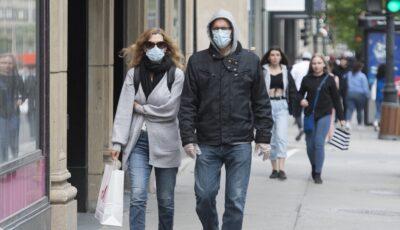OMS: Carantina ar putea fi evitată dacă 95% dintre oameni ar purta mască, în loc de 60% ca acum