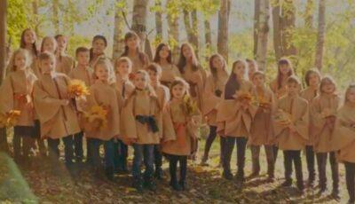 Artista Georgeta Voinovan și copiii studioului de creație Crescendo au lansat un minunat videoclip despre toamnă!